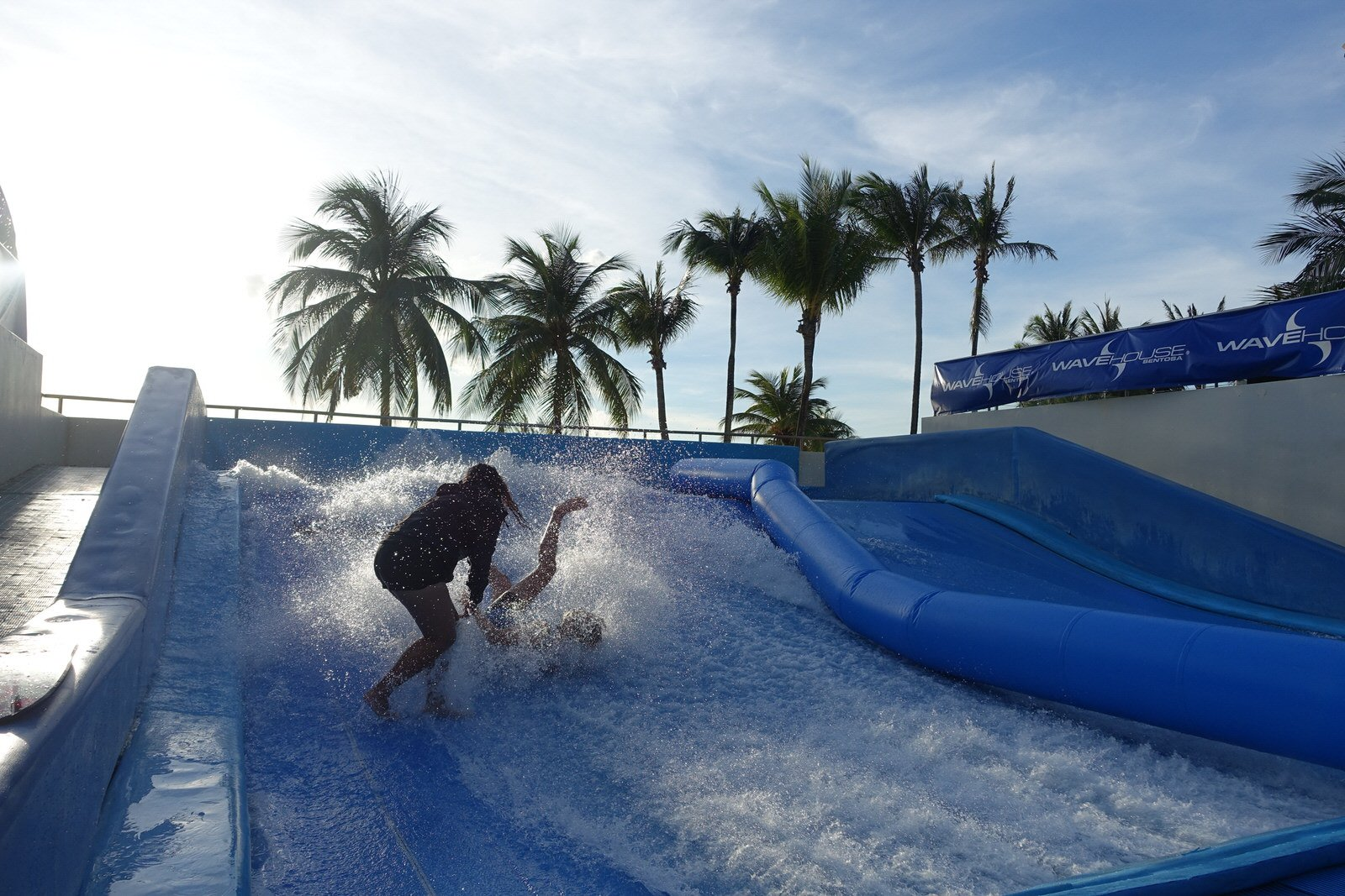 wave house sentosa flowrider fall down