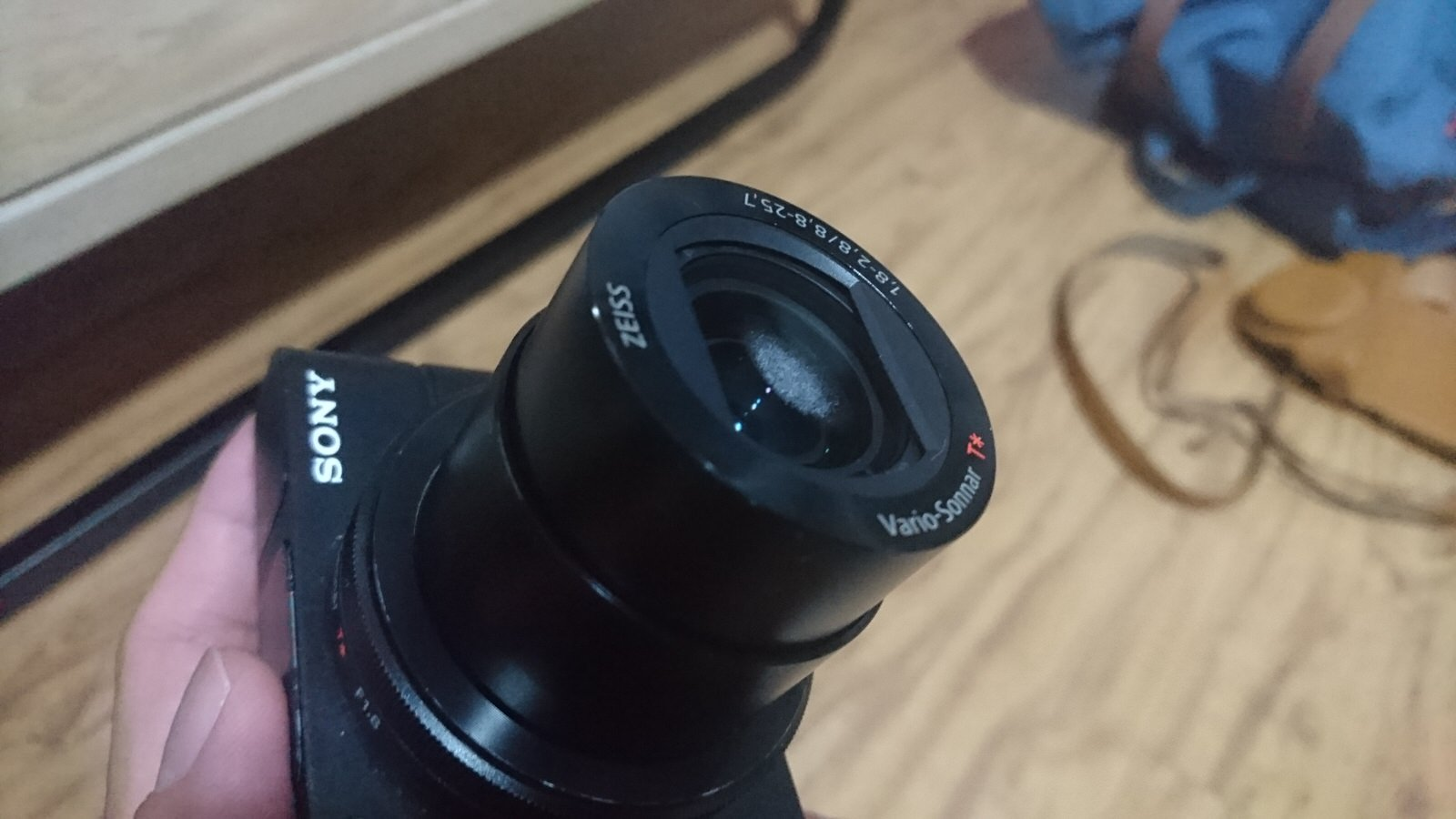 How to read camera lens