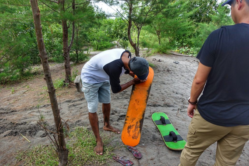 Gumuk Pasir Sandboard Instructor Waxing